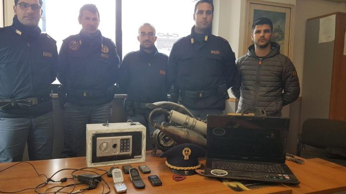 Furto in un negozio, due arresti della Polzia a Crotone