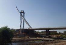 Installata a Cosenza l'antenna del Ponte Calatrava.