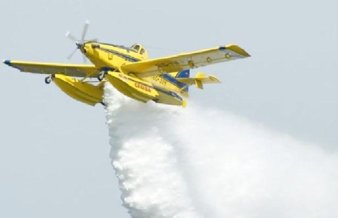 canadair in azione contro incendi