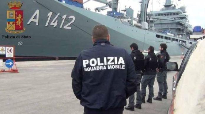 Polizia sbarco migranti
