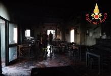 """L'interno del ristorante """"Ai Reduci"""" distrutto da un incendio di matrice dolosa."""