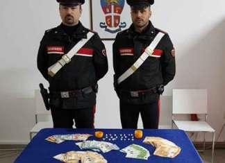 Trovato con 21 dosi di cocaina e 3.400 euro, arrestato