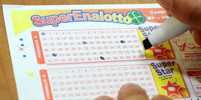 Con due euro centra il 6 al Superenalotto e vince oltre 67 milioni