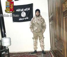 Saged nella in Siria con drappo Stato Islamico