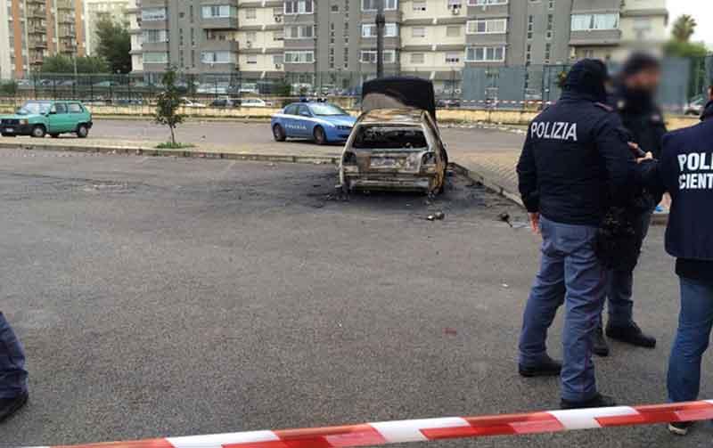 Reggio: Rinvenuto un corpo carbonizzato sotto un'autovettura nel quartiere Arghillà