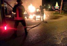 Incendio nella notte a Borgia, distrutte due auto