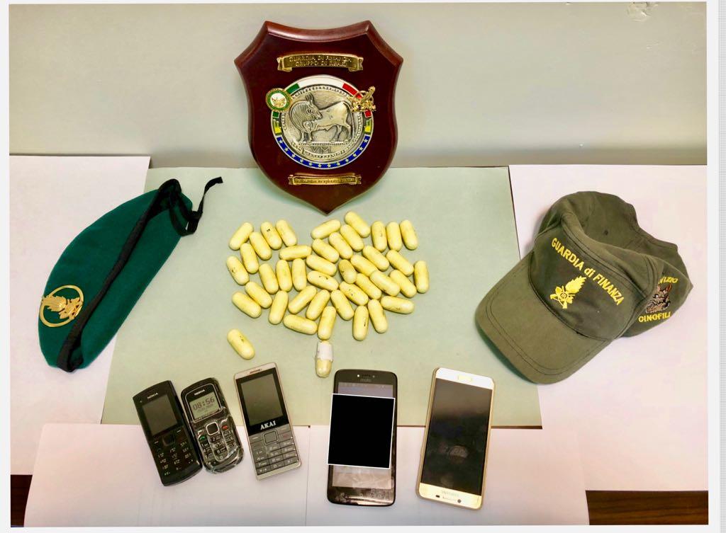 Catturato corriere internazionale della droga con 42 ovuli di eroina nello zaino