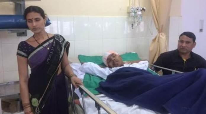 Il paziente Santlal Pal dopo l'operazione al cervello