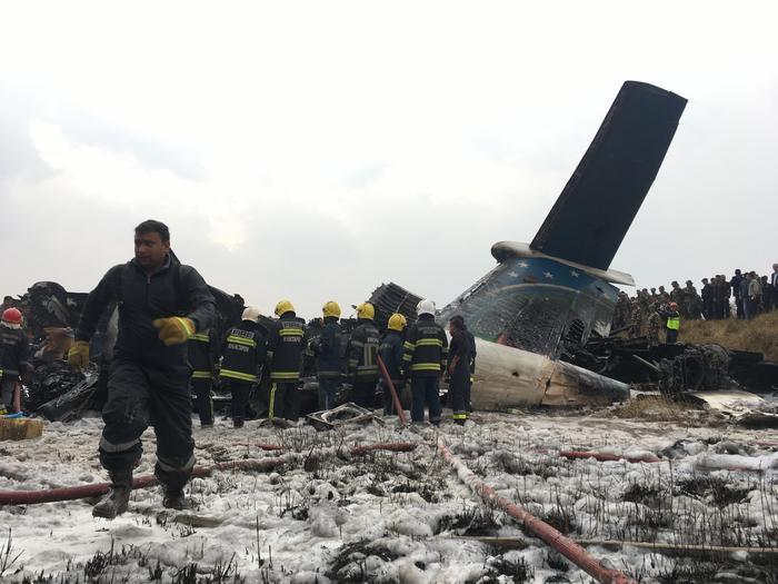 Nepal, aereo passeggeri del Bangladesh precipita a Kathmandu