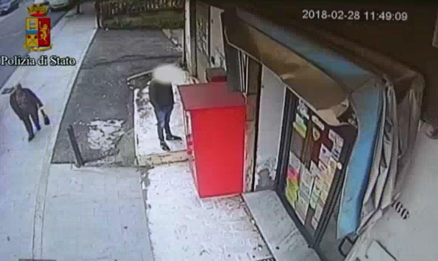 Scippò un'anziana facendola cadere a terra, arrestato rom minorenne