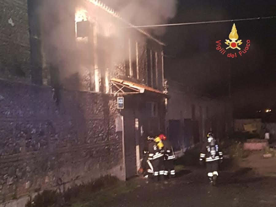 Incendio doloso in un pub a Catanzaro Lido: due morti