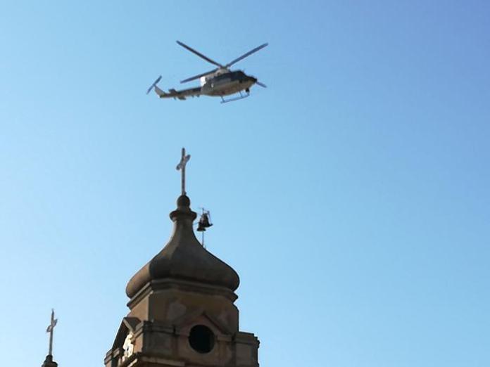 Un elicottero impegnato nelle ricerche del killer nel Vibonese