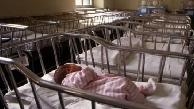 Istat rileva nuovo minimo storico di nascite, è allarme demografico