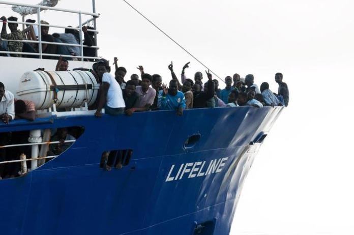 Migranti sulla nave Lifeline
