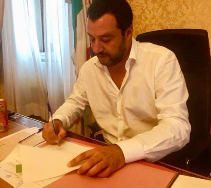 Salvini firma espulsione imam
