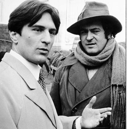 "Robert De Niro e Bernardo Bertolucci sul set del film ""Novecento"""