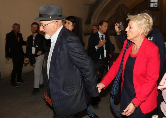 (ARCHIVIO) Tiziano Renzi con la moglie Laura Bovoli, in una immagine del 21 ottobre 2017 a Firenze