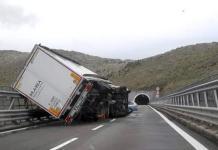 tir ribaltato autostrada