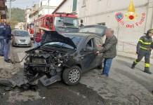 Incidente a Catanzaro tra un'auto e un furgone, due feriti