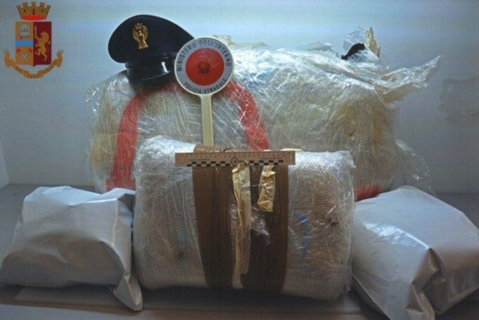 Nel Tir con oltre 28 chili di marijuana, arrestato corriere leccese