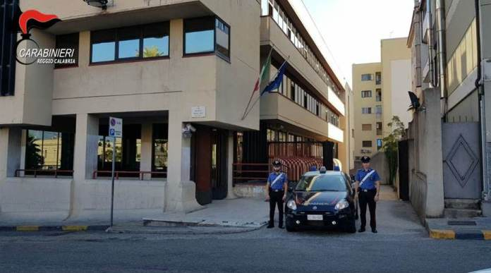 Furibonda rissa tra parenti davanti il Tribunale, 6 arresti a Palmi