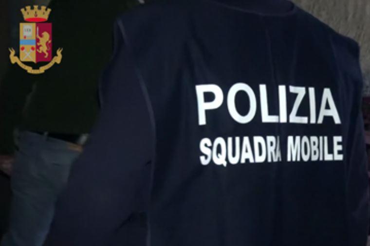 Investirono boss per ucciderlo, arrestati dalla Squadra mobile