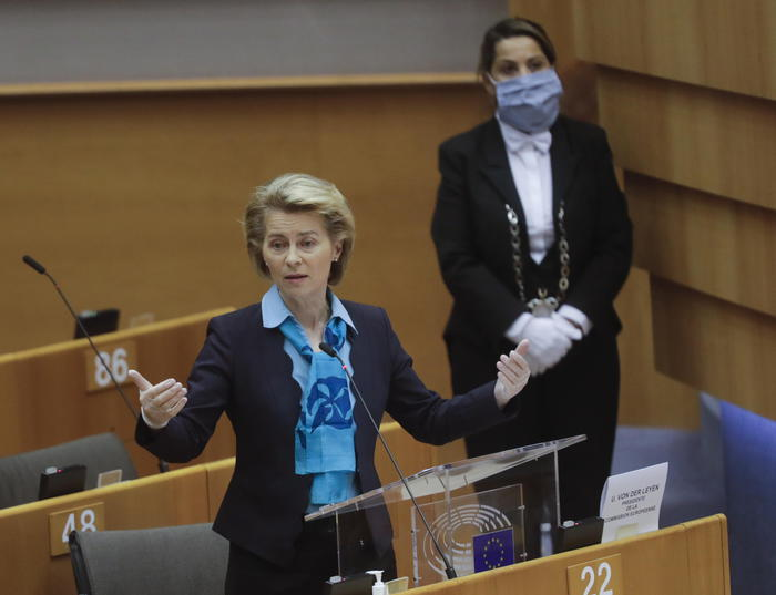 Crisi economica, la Commissione Ue annuncia un piano da 750 miliardi