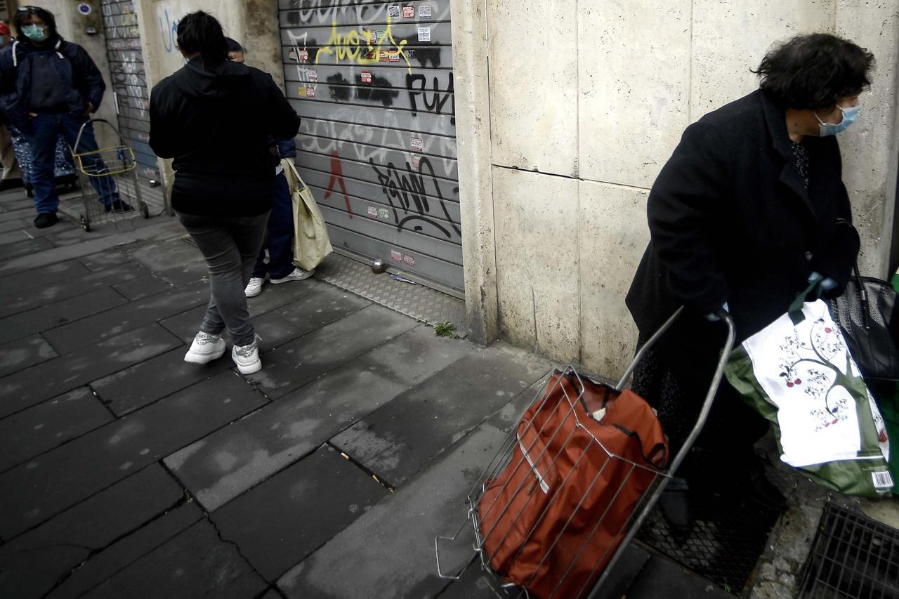 """Pandemia economica, Caritas: """"Aumentano i """"nuovi poveri"""", sono il 45%"""""""