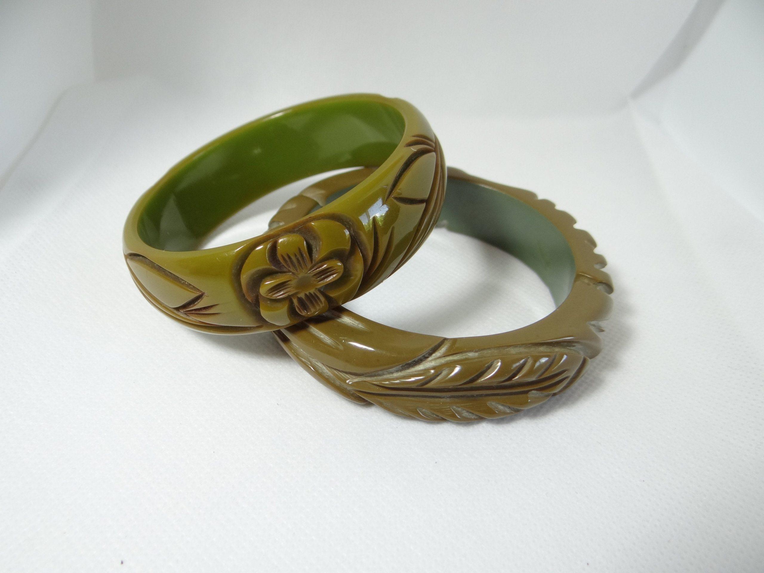 Vintage Caramel Carved Bakelite Bangle Bracelet ca 1940s