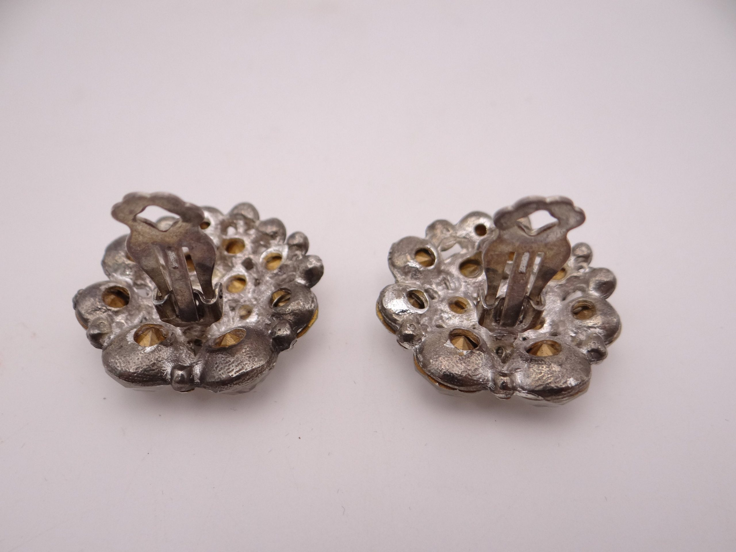 Vintage Crystal Clear Rhinestone Clip On Earrings They are about 1 14 Inches Square. The Round Stones are Set in Shiny Silver Metal D35