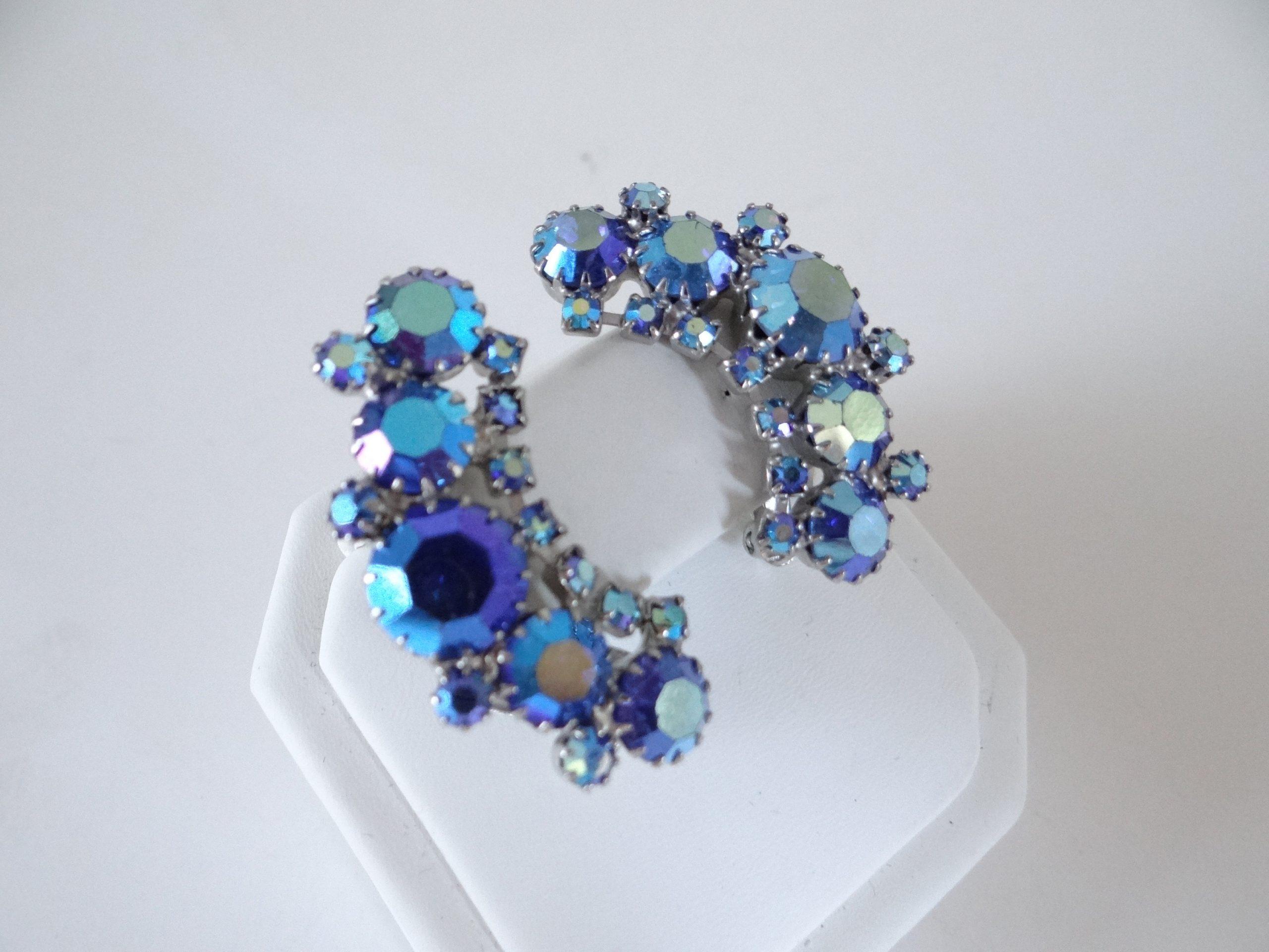 Vintage cobalt blue aurora borealis bead brooch and clip on earrings jewelry set