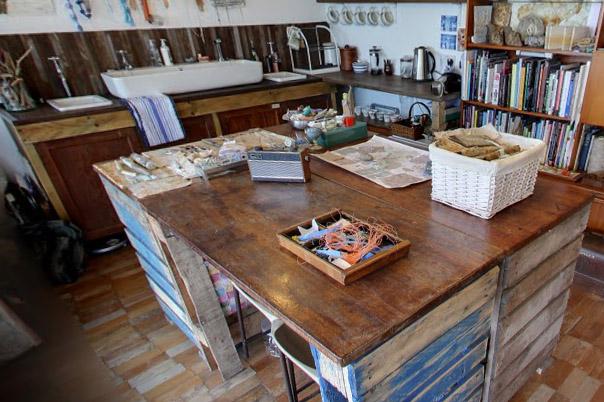 shore-cottage-pallet-table