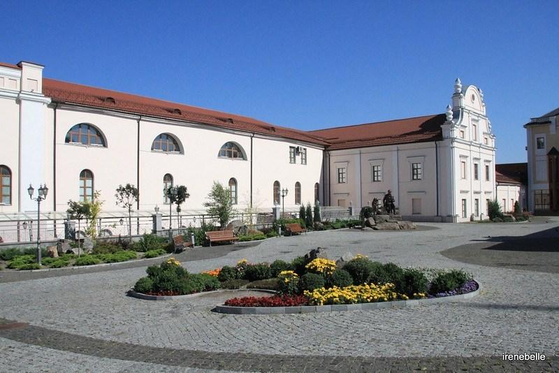 Бывшие келии иезуитского монастыря и фасад коллегиума