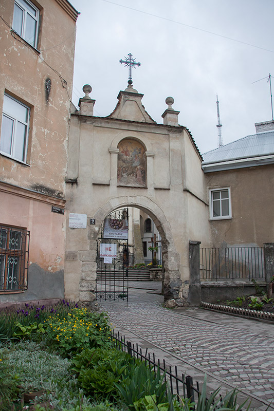 Ворота в монастыре Бенедиктинок