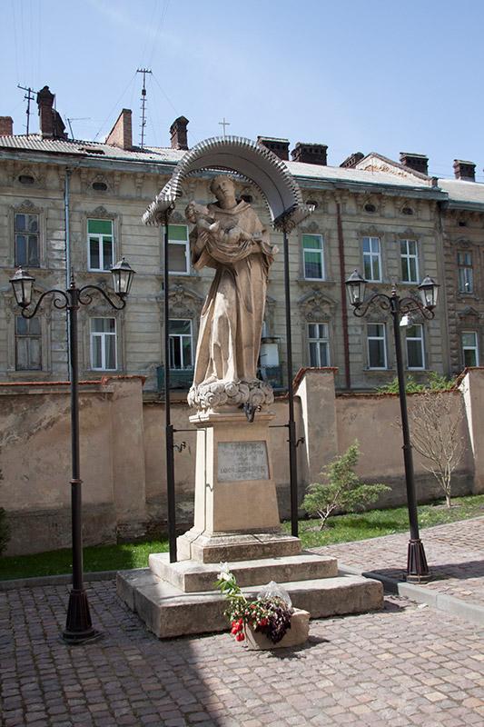 Скульптура Святого Антония