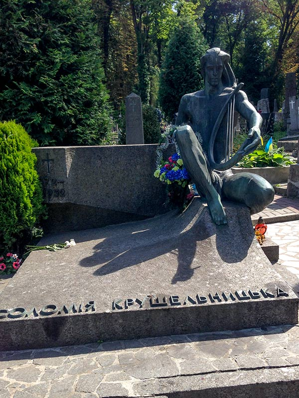 Могила Соломии Крушельницкой