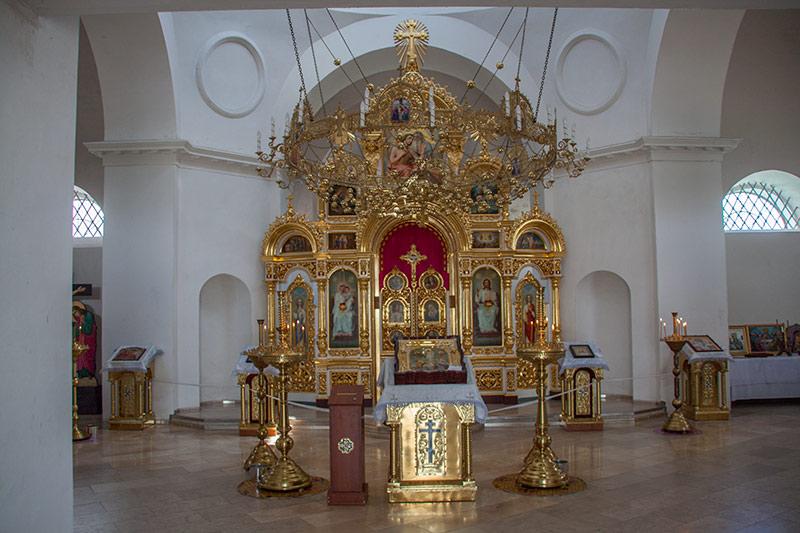 Внутри церкви в Гусинцах