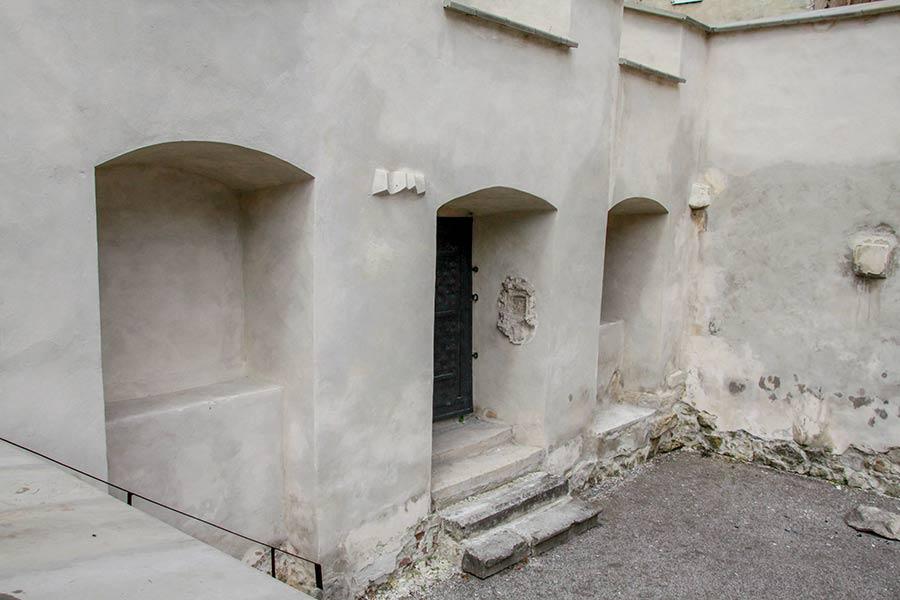 Руины синагоги