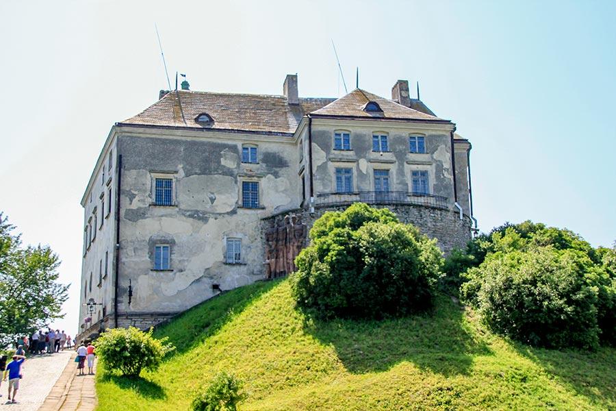 Вид на Олесский замок