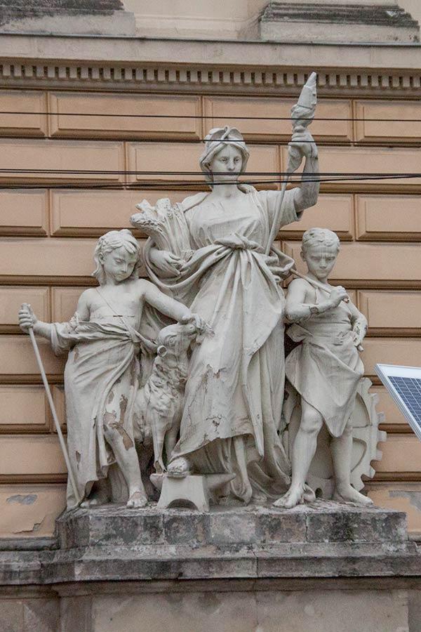 Скульптурная группа Труд