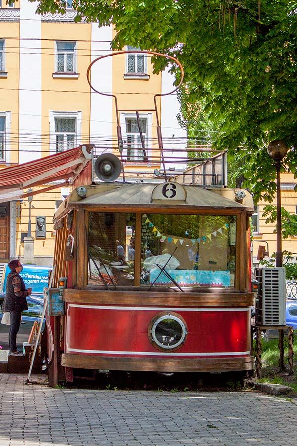 Трамвай в парке Шевченко