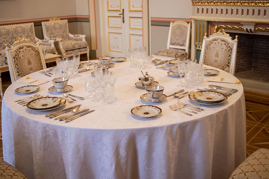 Накрытый стол для банкета в Мариинском дворце