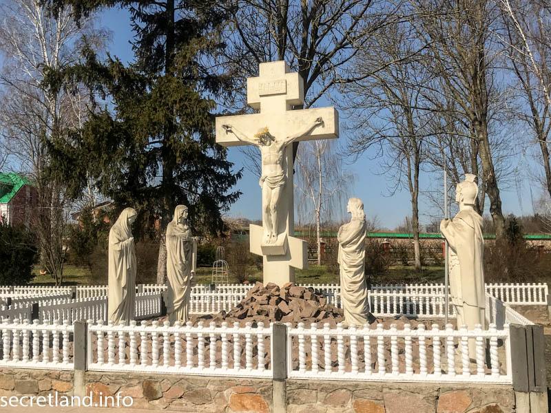 Ризоположенческий мужской монастырь в Томашовке — композиция Голгофа