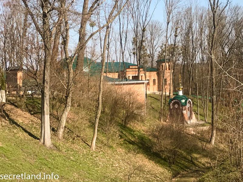 Ризоположенческий мужской монастырь в Томашовке