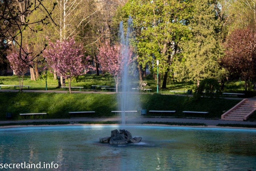 Фонтан в Каменец-Подольском в парке Гуннские колодцы