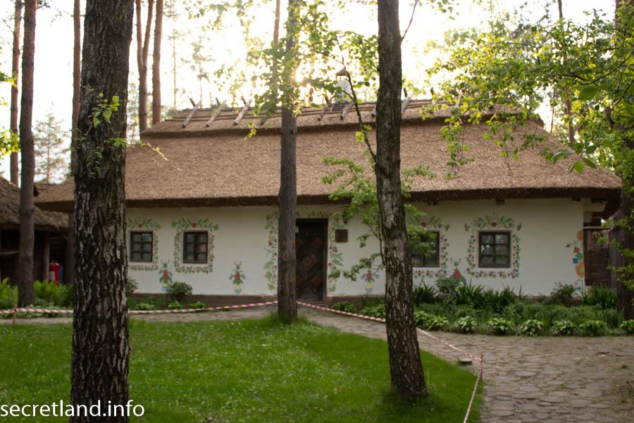 Етнографічний комплекс «Українське село» в селі Бузова