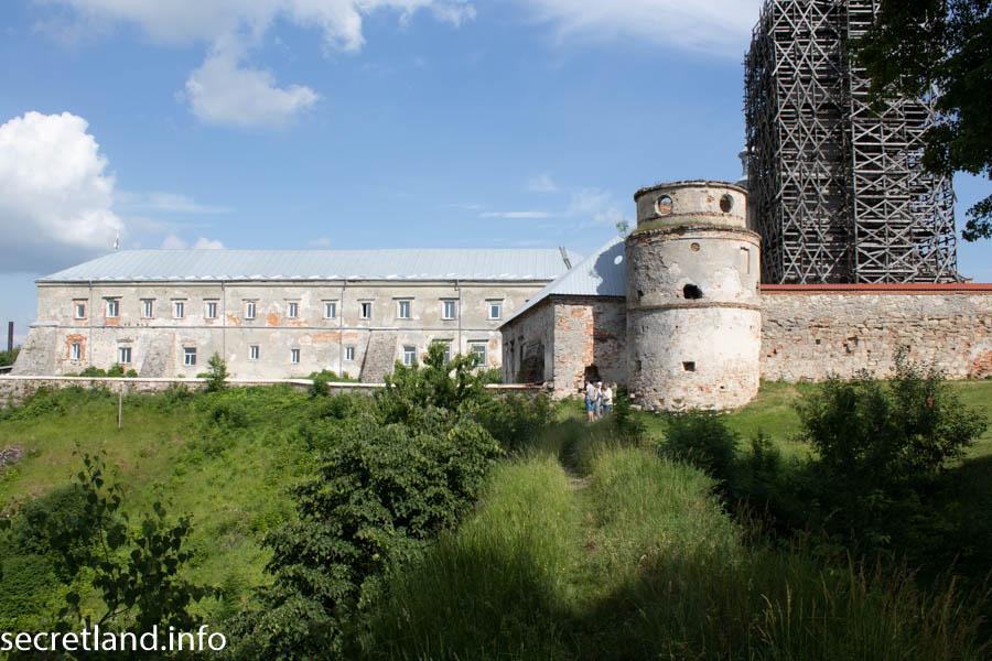 Доминиканский оборонный монастырь в Подкамене