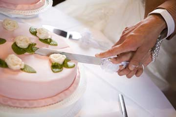 Cake Cutting Songs for Weddings Wedding Cake