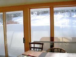 Neige obstruant la fenêtre.