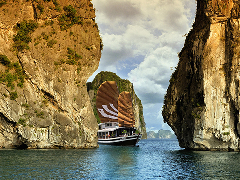 Indochina Tour Ha Long bay